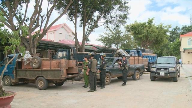 Công an nổ súng bắt giữ 7 đối tượng vận chuyển gỗ lậu trong đêm - 1