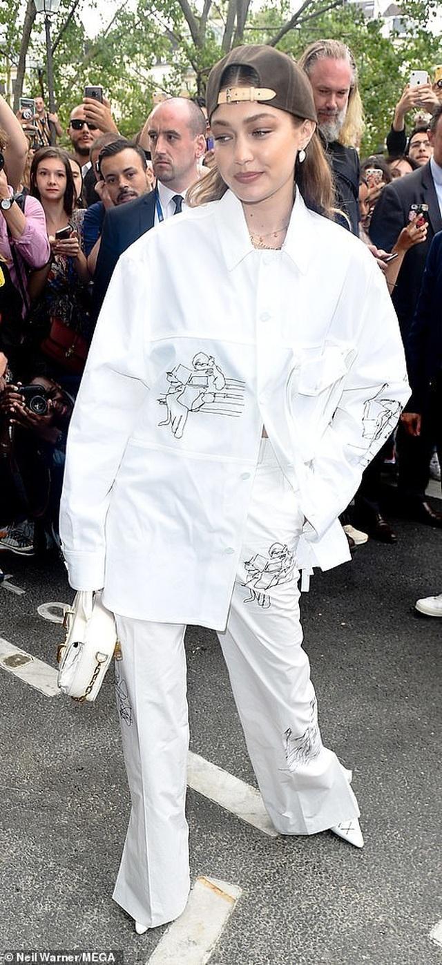 Gigi Hadid sành điệu xuất hiện tại Paris - 8