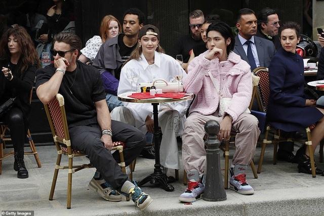 Gigi Hadid sành điệu xuất hiện tại Paris - 4