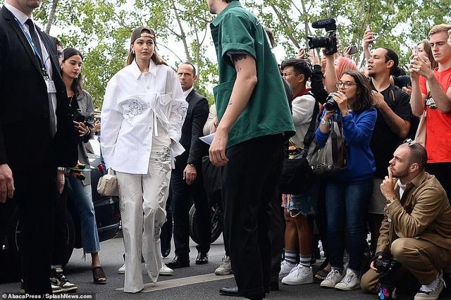 Gigi Hadid sành điệu xuất hiện tại Paris - 6