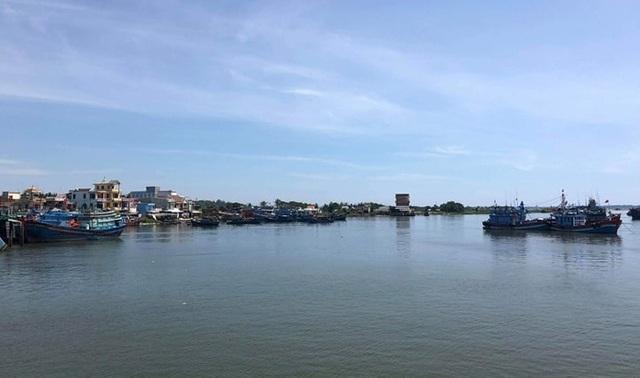 Quảng Ngãi: Cửa biển bồi lấp, ngư dân gặp khó - 3