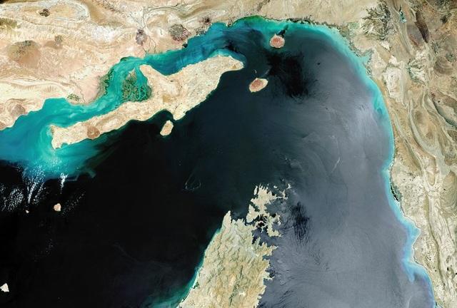 Căng thẳng vùng Vịnh tăng cao, các hãng hàng không tránh xa eo biển Hormuz - 1