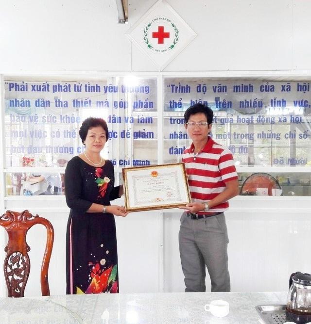 Chủ tịch UBND tỉnh Bạc Liêu tặng Bằng khen phóng viên Dân trí - 1
