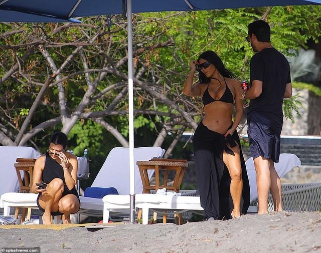 Kim Kardashian diện bikini gợi cảm trong kỳ nghỉ ở Costa Rica - 8