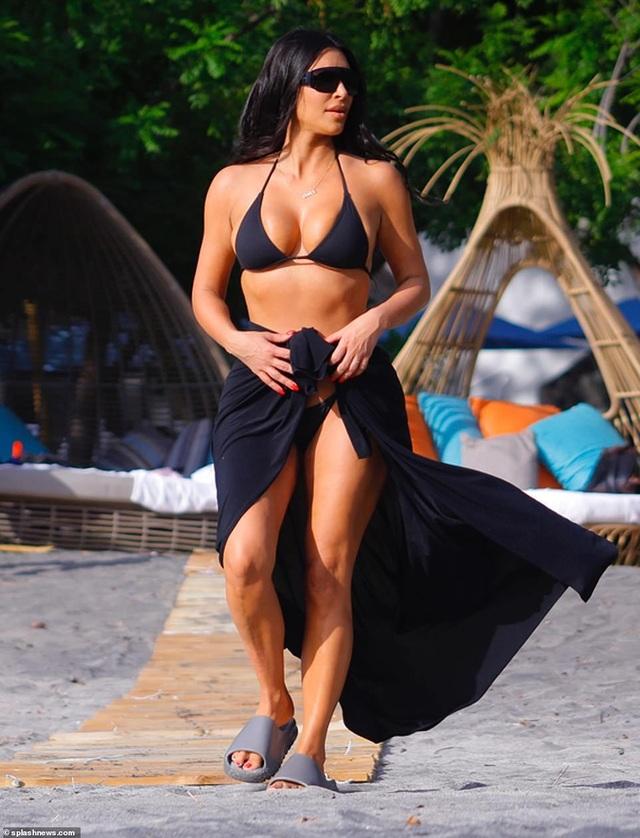 Kim Kardashian diện bikini gợi cảm trong kỳ nghỉ ở Costa Rica - 9