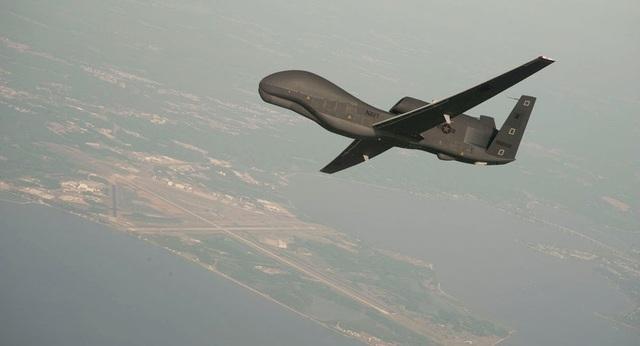 Iran, Mỹ đồng loạt công bố video bắn rơi máy bay không người lái - 1