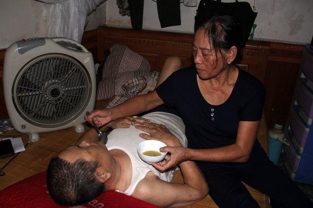 Người đàn bà bất hạnh mất 2 con, chăm chồng ung thư và đứa con sống thực vật - 1