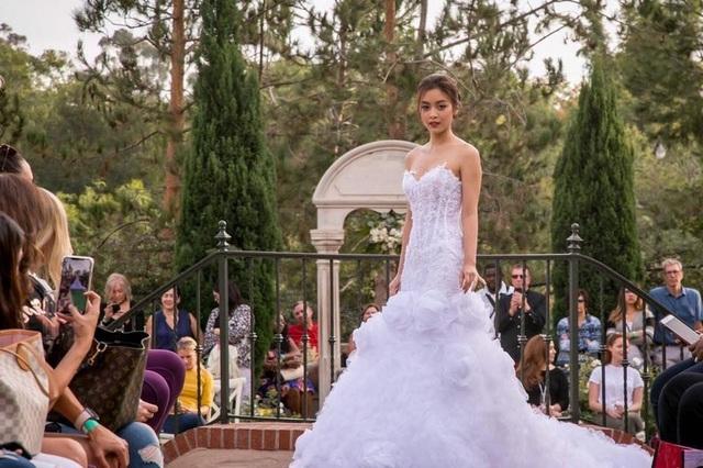 Vừa du học, thiên thần áo trắng Tố Anh vừa làm người mẫu thời trang ở Mỹ - 7