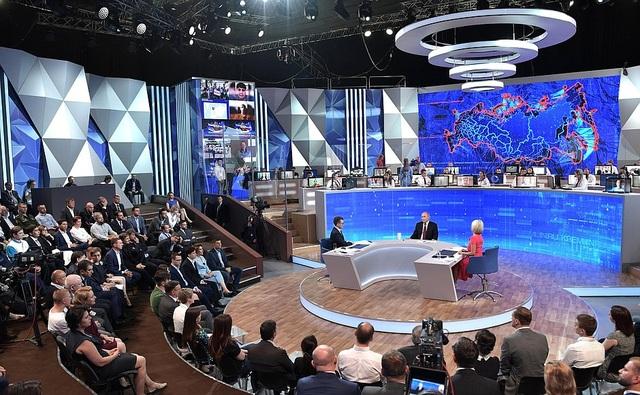 Những khoảnh khắc hài hước của ông Putin khi đối thoại 4 giờ với người Nga - 3