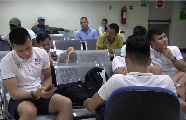 Ba ngày sau trận đấu tại Philippines, CLB Hà Nội chưa thể về nước - 1