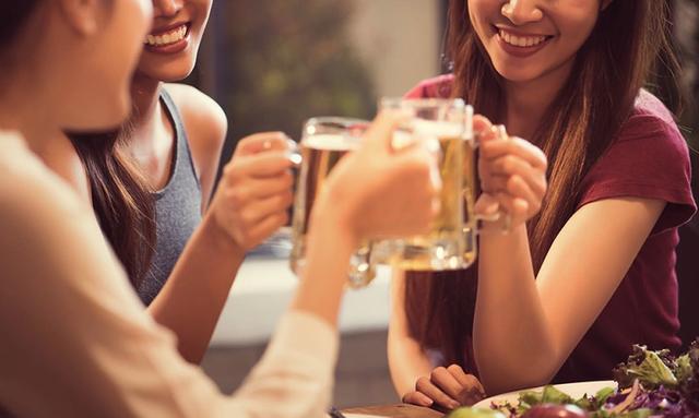 Rượu làm tăng nguy cơ ung thư vú ở phụ nữ - 1