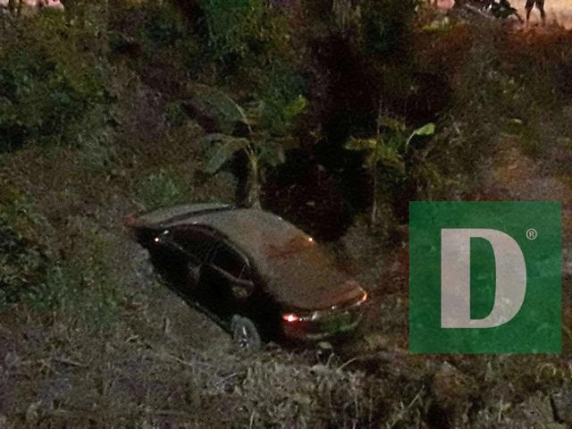 Xe Audi lao xuống vực, tài xế may mắn thoát chết - 3