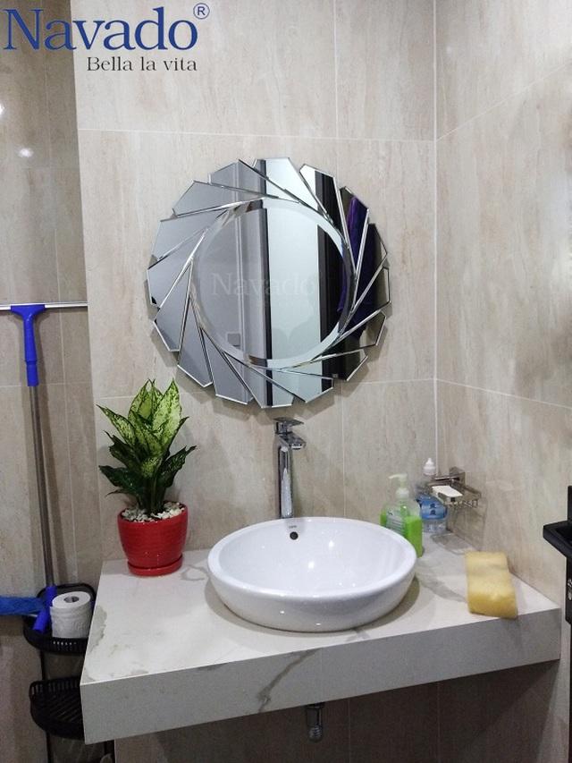 10 mẫu gương trang trí phòng tắm đẹp miễn chê khiến bạn cảm thấy bối rối - 1