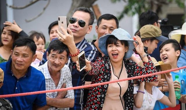 Hàng ngàn du khách đổ về Sa Pa tham dự lễ hội đua ngựa Vó ngựa trên mây - 3