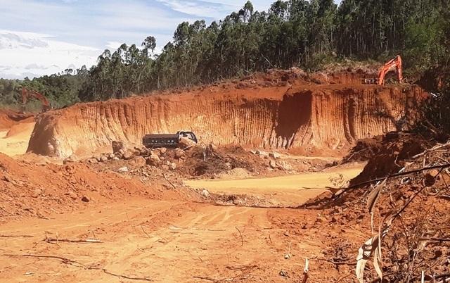 Ồ ạt bạt núi, móc ruột tài nguyên tại Bình Định: Chính quyền ở đâu? - 1