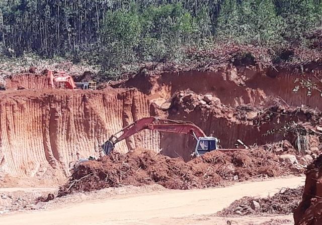 Ồ ạt bạt núi, móc ruột tài nguyên tại Bình Định: Chính quyền ở đâu? - 4
