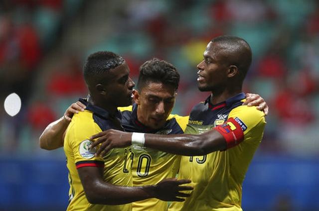 Sanchez nổ súng tằng tằng, Chile giành vé vào tứ kết Copa America - 2