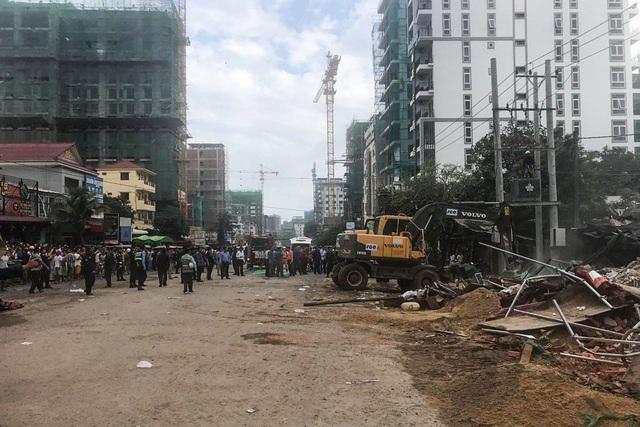 Sập tòa nhà do Trung Quốc đang xây dựng ở Campuchia, 30 người nghi bị chôn vùi - 1