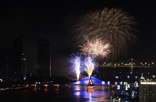 Pháo hoa Anh - Trung Quốc trẩy hội sắc màu trên sông Hàn - 1