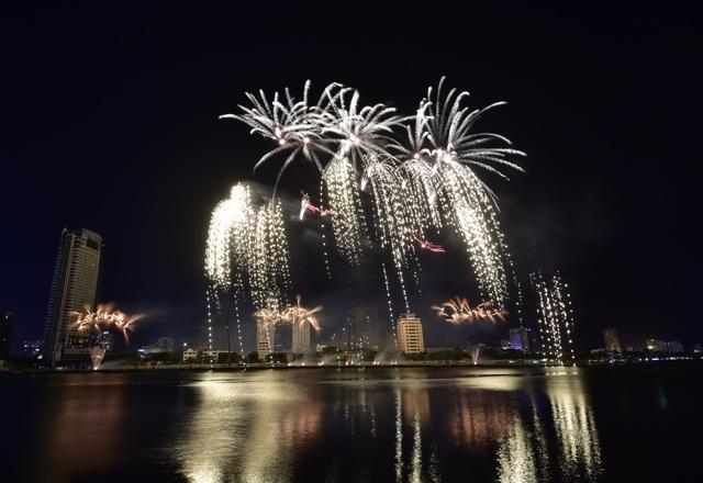 Pháo hoa Anh - Trung Quốc trẩy hội sắc màu trên sông Hàn - 4