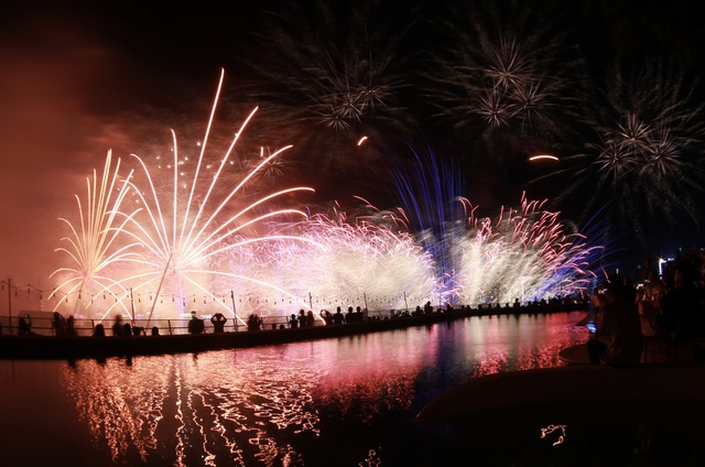 Pháo hoa Anh - Trung Quốc trẩy hội sắc màu trên sông Hàn - 8