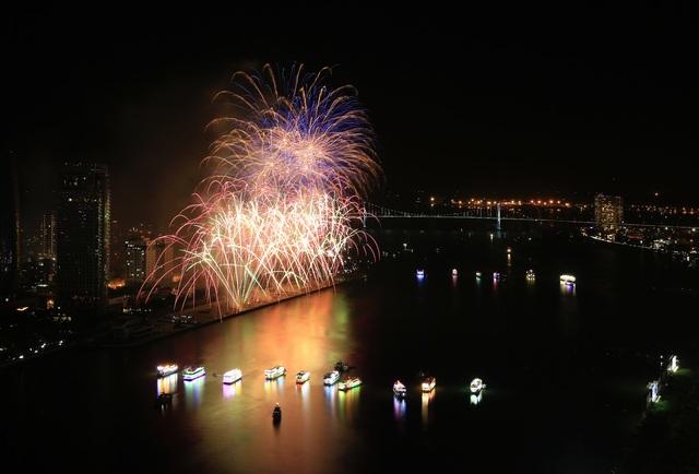 Pháo hoa Anh - Trung Quốc trẩy hội sắc màu trên sông Hàn - 7