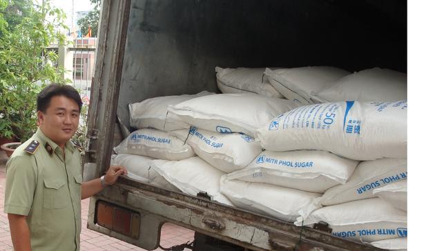 Quản lý thị trường bắt giữ 9 tấn đường nghi nhập lậu - 1