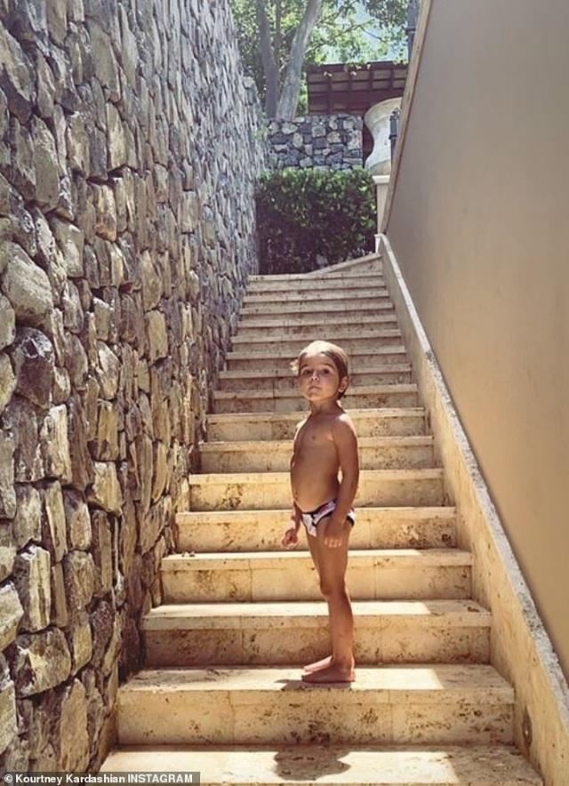 Kourtney Kardashian quyến rũ với áo tắm hai mảnh - 5