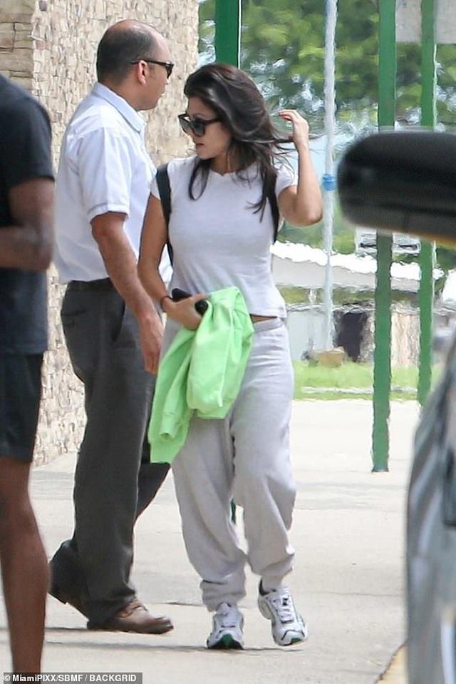 Kourtney Kardashian quyến rũ với áo tắm hai mảnh - 7