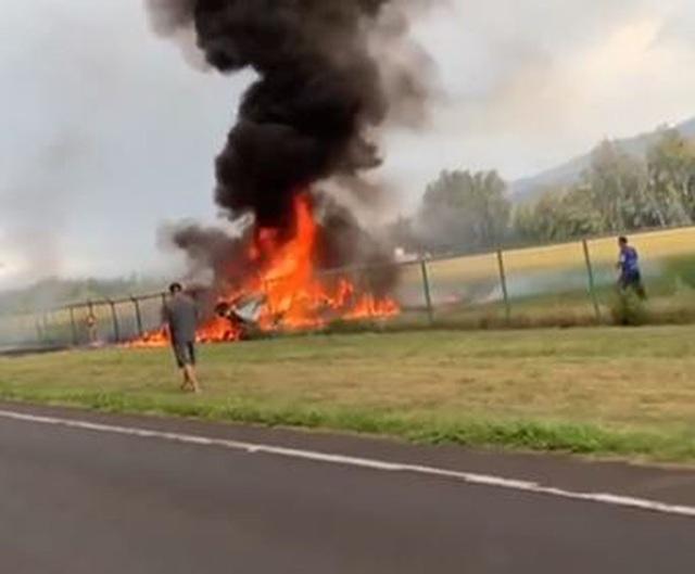 Máy bay gặp nạn bốc cháy như cầu lửa ở Hawaii, 9 người chết - 1