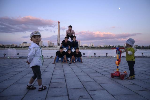 Người dân Triều Tiên giải nhiệt dưới cái nắng đổ lửa mùa hè thế nào? - 11