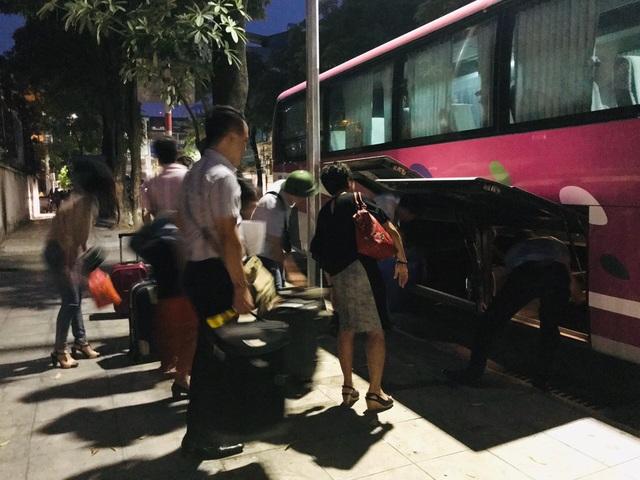 Giảng viên đại học rời Hà Nội từ 4h sáng lên đường làm nhiệm vụ thi - 9