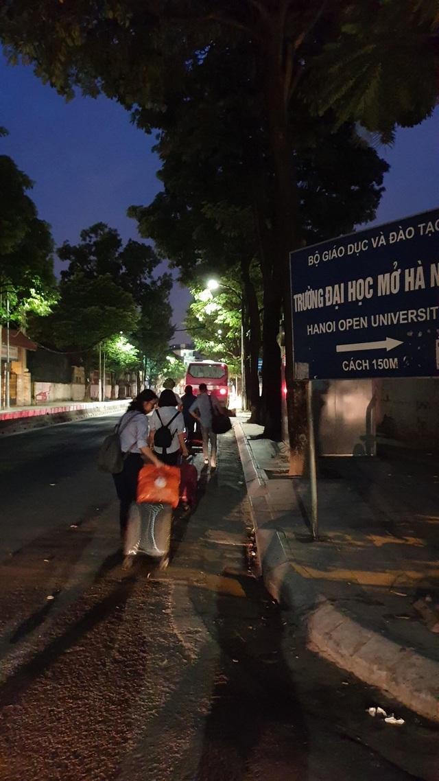 Giảng viên đại học rời Hà Nội từ 4h sáng lên đường làm nhiệm vụ thi - 12