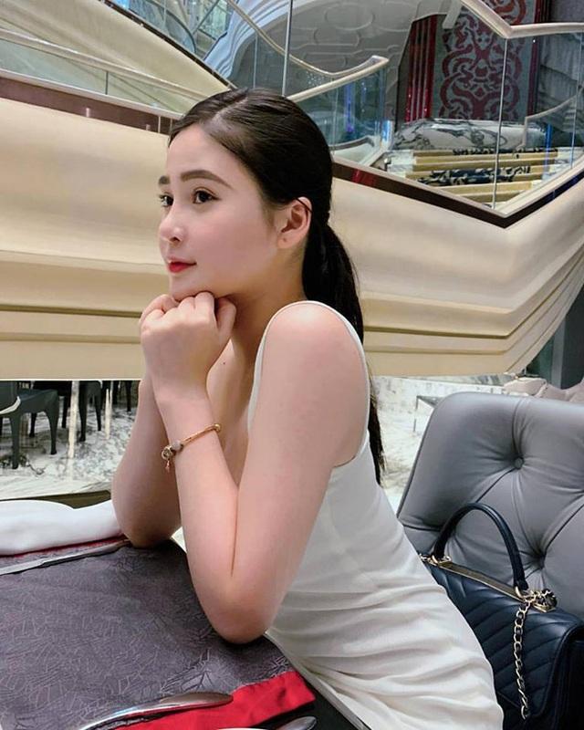 2 hot girl Đà Nẵng mặt xinh như búp bê, thân hình rực lửa - 10