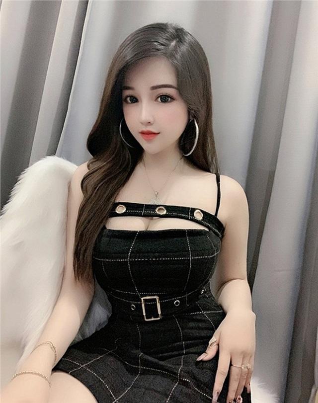 2 hot girl Đà Nẵng mặt xinh như búp bê, thân hình rực lửa - 13