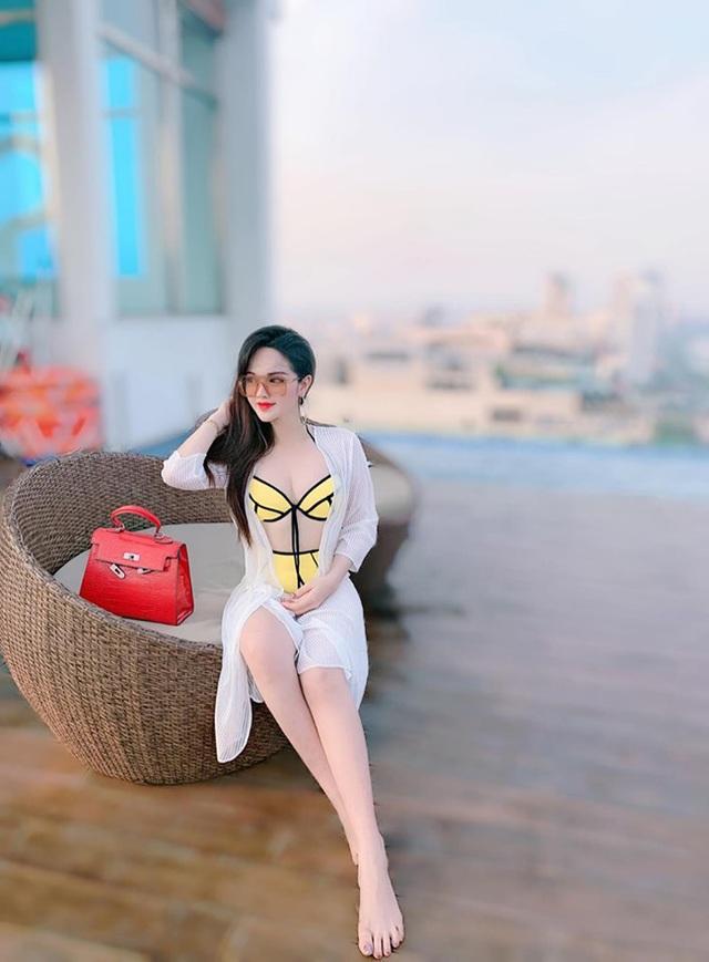 2 hot girl Đà Nẵng mặt xinh như búp bê, thân hình rực lửa - 17