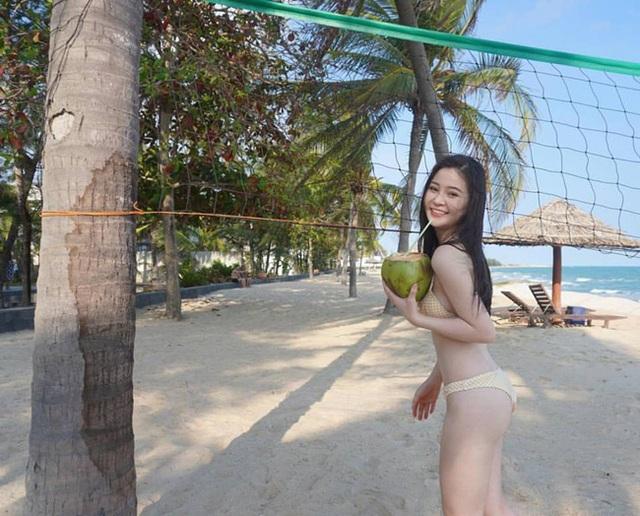 2 hot girl Đà Nẵng mặt xinh như búp bê, thân hình rực lửa - 9