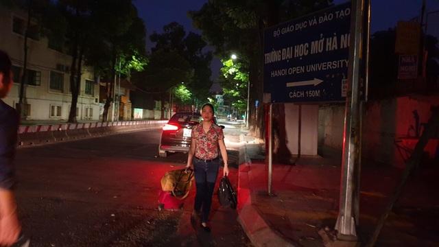 Giảng viên đại học rời Hà Nội từ 4h sáng lên đường làm nhiệm vụ thi - 5