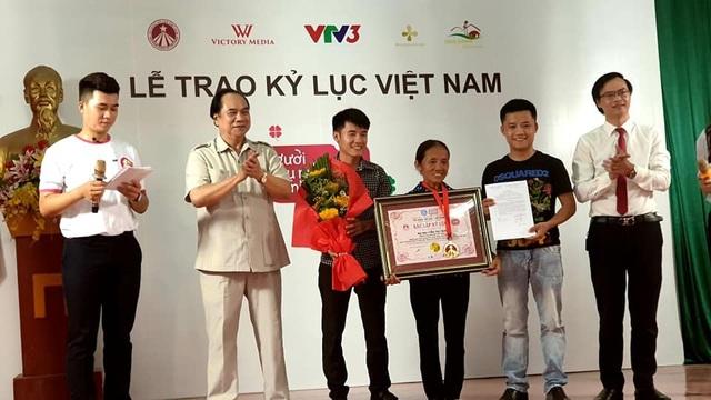 """Bà Tân """"vê lốc"""" lần đầu lên truyền hình sau khi lập kỉ lục Guiness Việt Nam - 3"""