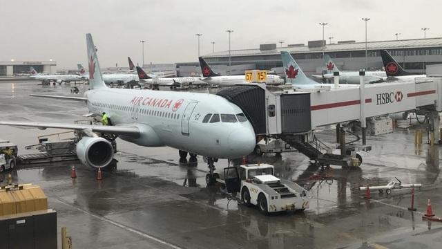 """""""Cơn ác mộng ám ảnh"""" của hành khách bị bỏ quên một mình trên máy bay - 1"""
