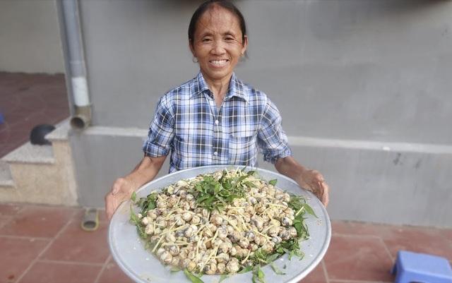 """Bà Tân """"vê lốc"""" lần đầu lên truyền hình sau khi lập kỉ lục Guiness Việt Nam - 5"""