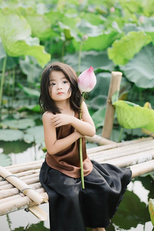 Bé gái Bắc Ninh xinh như thiên thần bên hoa sen - 9