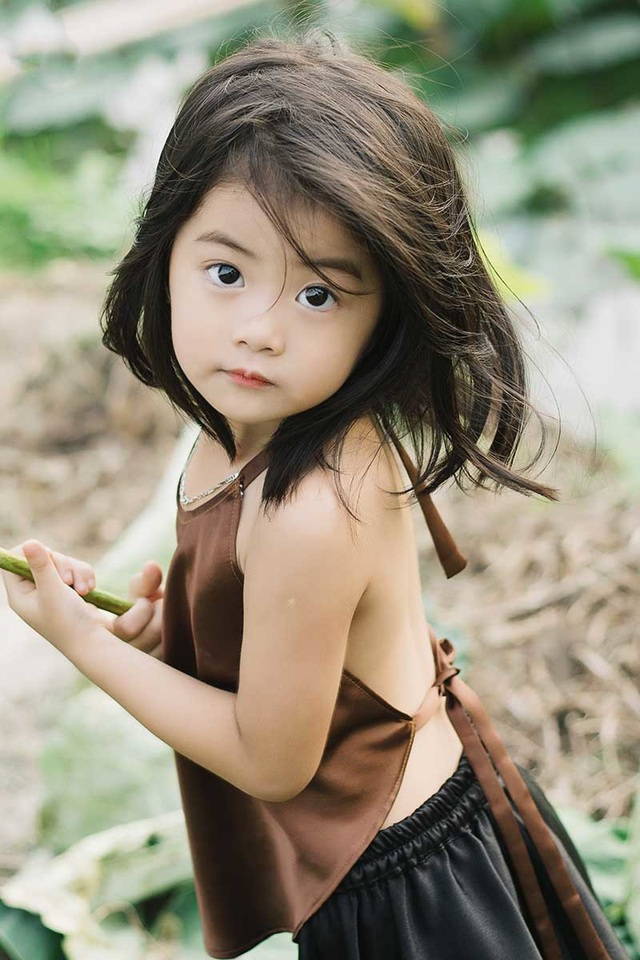 Bé gái Bắc Ninh xinh như thiên thần bên hoa sen - 1