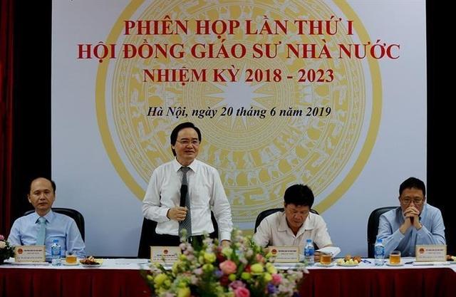 Bộ trưởng Phùng Xuân Nhạ: Không làm ồ ạt trong xét công nhận đạt chuẩn chức danh GS, PGS năm 2019 - 1