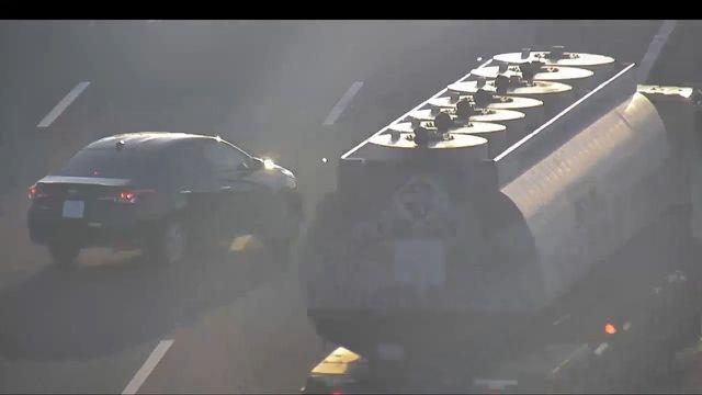 """Xe bồn """"hết hồn"""" tránh xe con lùi trên cao tốc và xe khách gặp nạn kinh hoàng ở Hòa Bình - 8"""