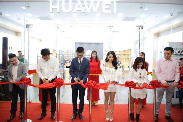 Huawei khai trương cửa hàng thứ 6, thể hiện cam kết phát triển lâu dài tại Việt Nam - 1