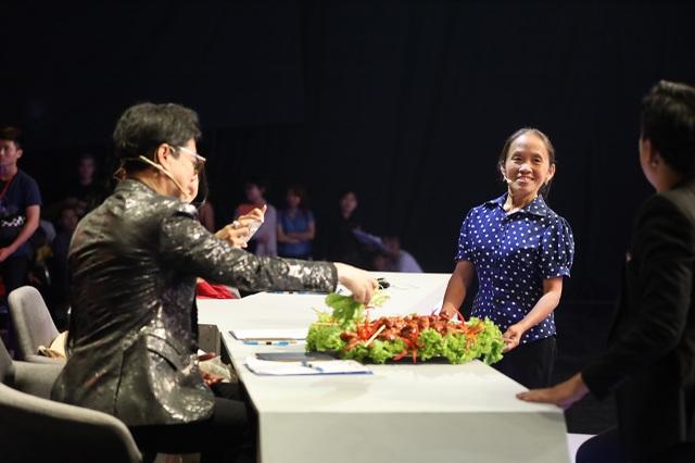 """Bà Tân """"vê lốc"""" lần đầu lên truyền hình sau khi lập kỉ lục Guiness Việt Nam - 2"""