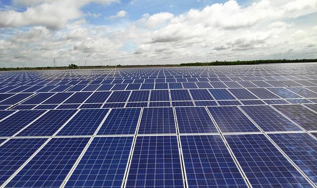 Long An: Nhà máy điện mặt trời hơn 1000 tỉ đồng đi vào hoạt động - 2