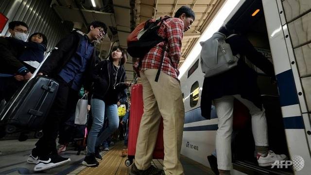 Một con ốc sên gây hỗn loạn hệ thống đường sắt Nhật Bản, 12.000 khách chậm chuyến - 1