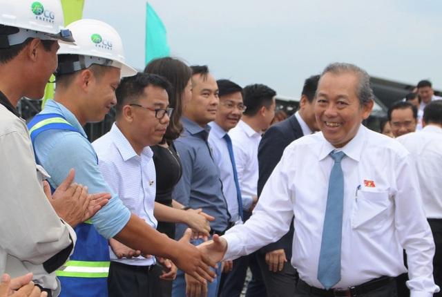 Long An: Nhà máy điện mặt trời hơn 1000 tỉ đồng đi vào hoạt động - 4